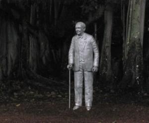 Thomas Edison amid his Banyan Tree