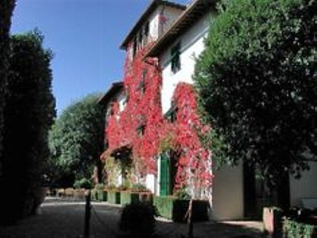 The charming 28-room hotel Villa le Barone is set amongst the timeless landscape of Chianti, and has been in the famous Della Robbia family since the 16th century.