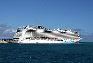 Norwegian Cruise Line's 'Getaway,' docked in Bermuda © 2014 Karen Rubin/news-photos-features.com