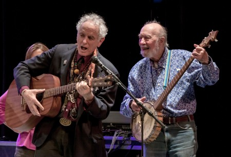 David Amram and Pete Seeger performing (courtesy of www.econosmith.com).