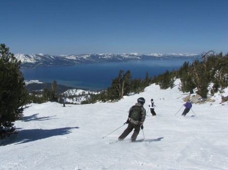 Skiing down the California Trail at Heavenly Resort, Lake Tahoe © 2016 Karen Rubin/news-photos-features.com