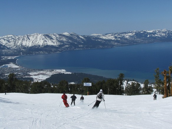 Christmas In Lake Tahoe.White Christmas For Lake Tahoe Means More Skiing Festive