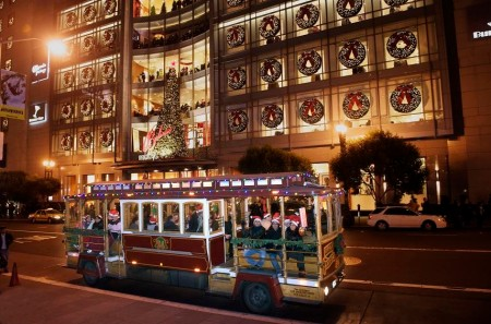 sf-cablecar-holiday-lights
