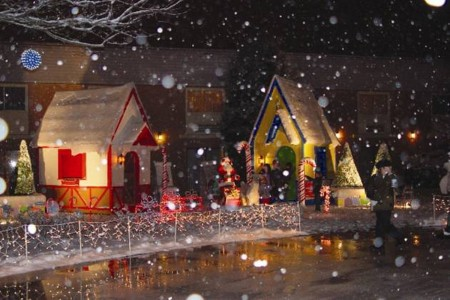 Cape Cod-Enchanted Village xmas e2
